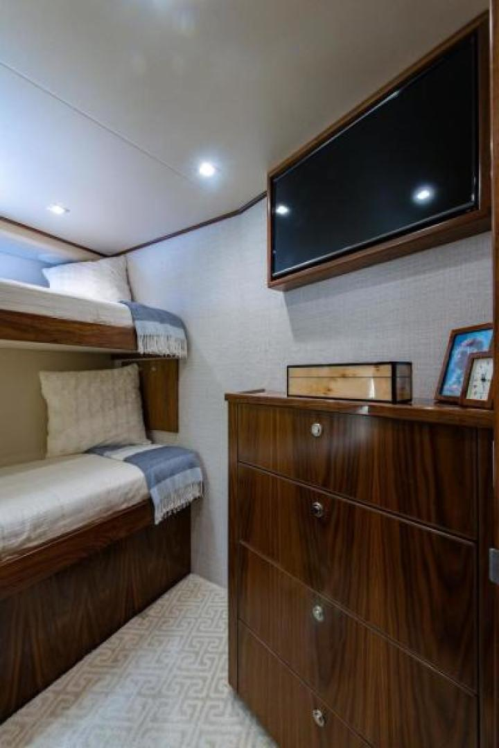 Viking-Motoryacht Enclosed Flybridge 2018-BOOK ENDS Fort Lauderdale-Florida-United States-Guest Stateroom, Starboard Forward-1470615 | Thumbnail