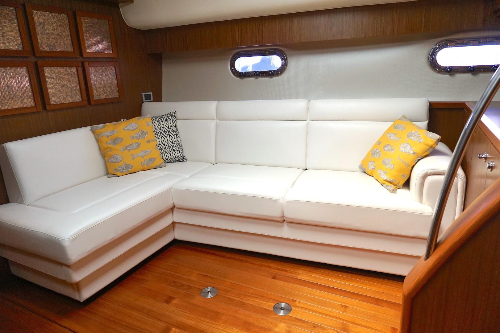 Tiara Yachts-45 Sovran 2015-Captains Choice Pensacola-Florida-United States-2015 45 Tiara Sovran Captains Choice SALON L SHAPED SOFA-1484276   Thumbnail