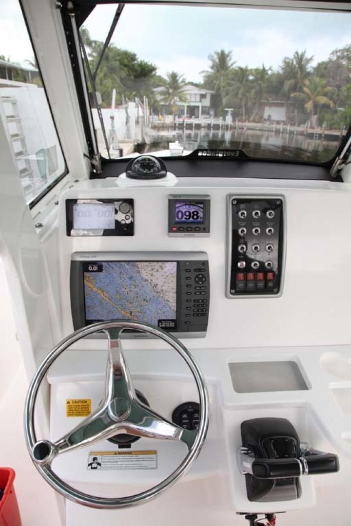 Everglades-295 2012 -Tavernier-Florida-United States-Helm Instrumentation-1472671 | Thumbnail