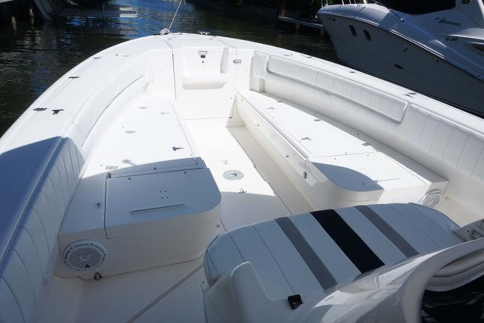 Intrepid-323 Open 2009 -Delray Beach-Florida-United States-Bow Seating and Storage-1473285 | Thumbnail