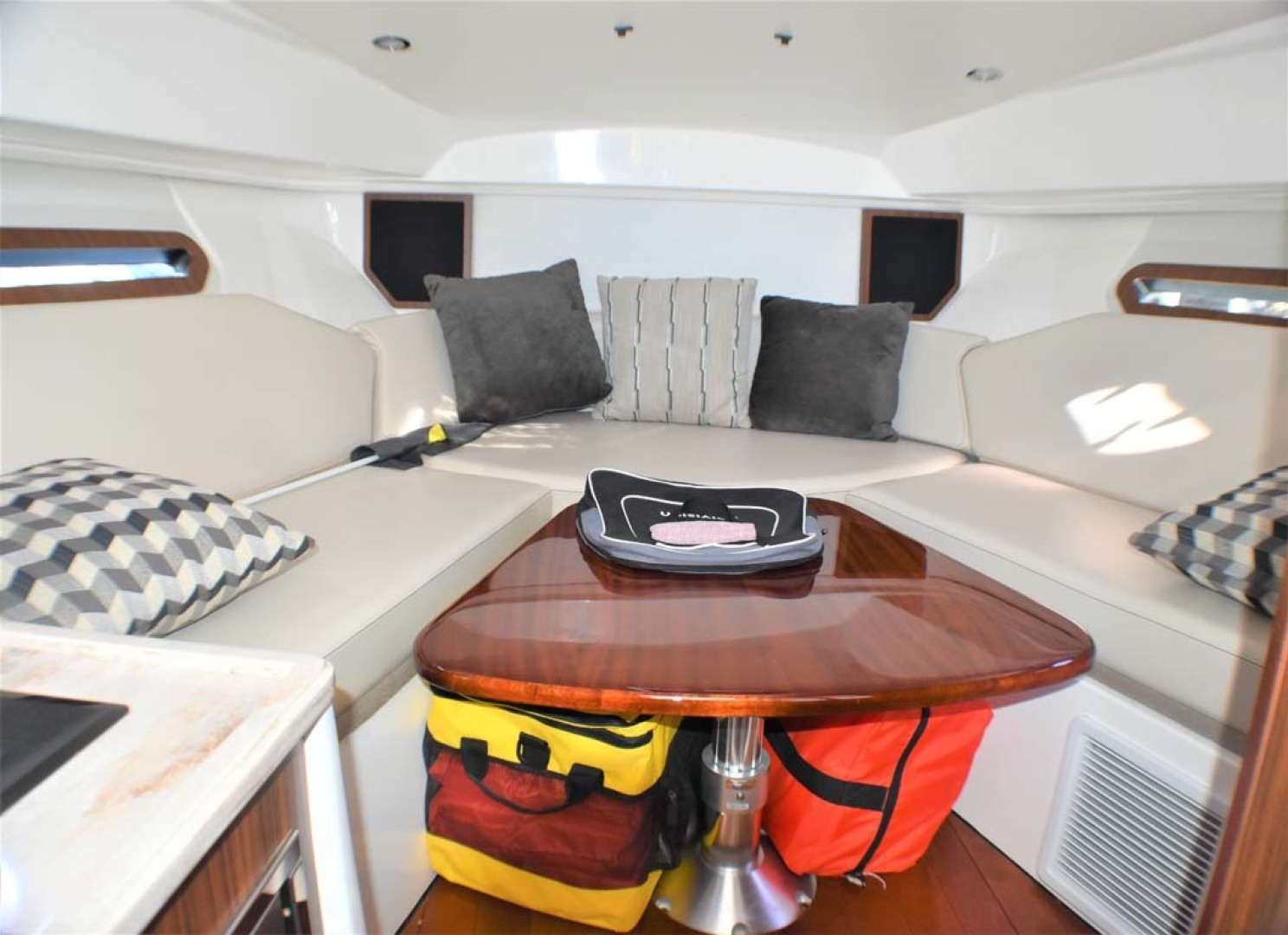 Pursuit-325 Offshore 2020-Coo Coo Miami-Florida-United States-Dinette-1475275 | Thumbnail