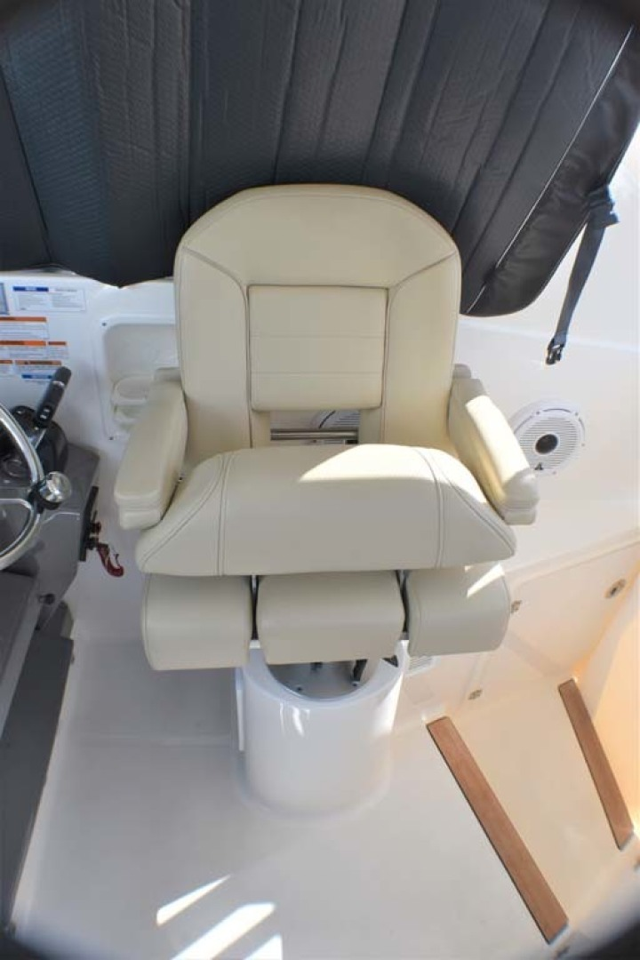 Pursuit-325 Offshore 2020-Coo Coo Miami-Florida-United States-Helm Chair-1475287 | Thumbnail