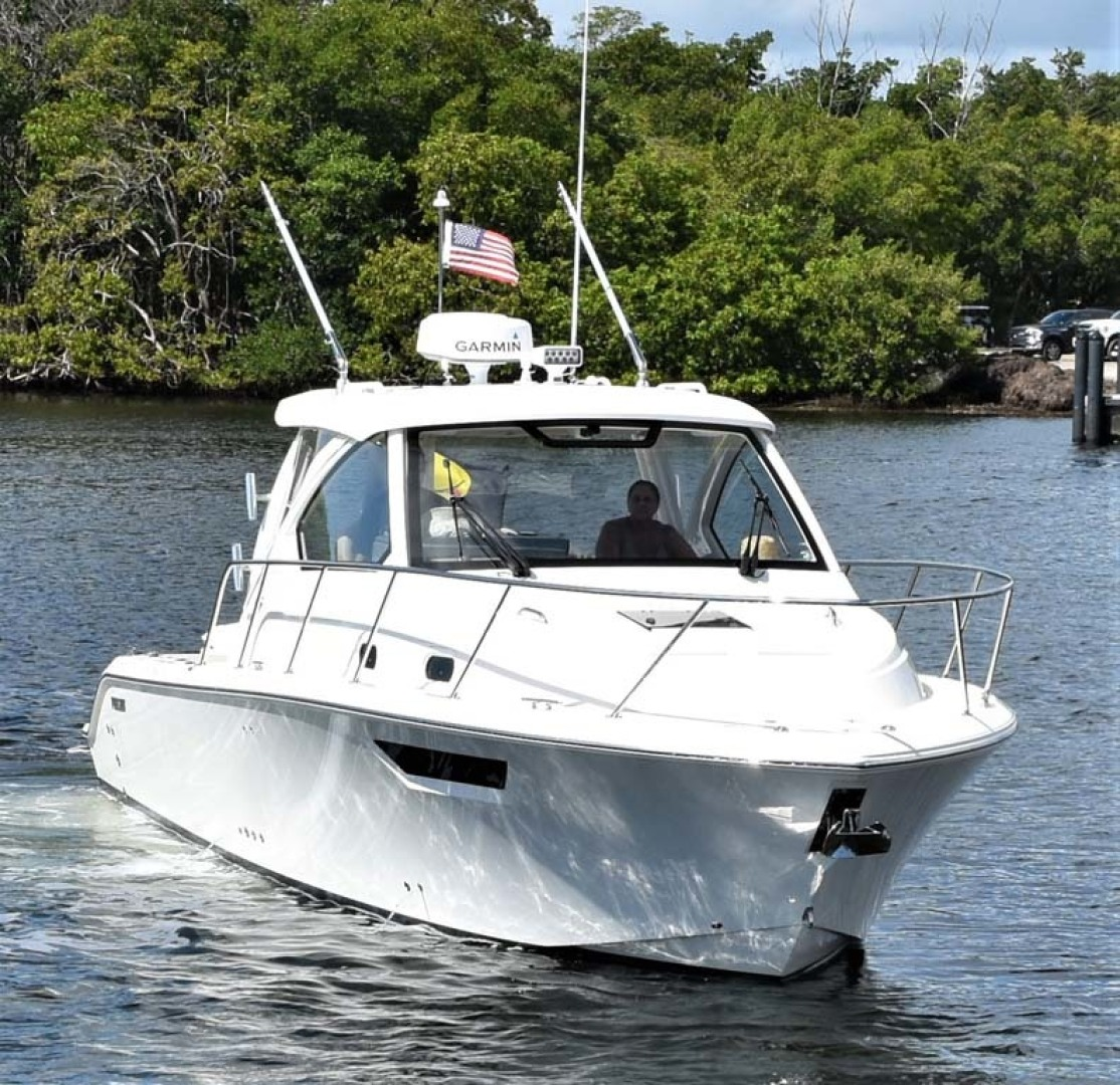 Pursuit-325 Offshore 2020-Coo Coo Miami-Florida-United States-Starboard Bow View-1475279 | Thumbnail