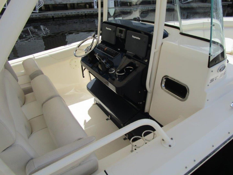 Pursuit-310 ST 2012-Gloriana III Fort Lauderdale-United States-Helm Station-1477766 | Thumbnail