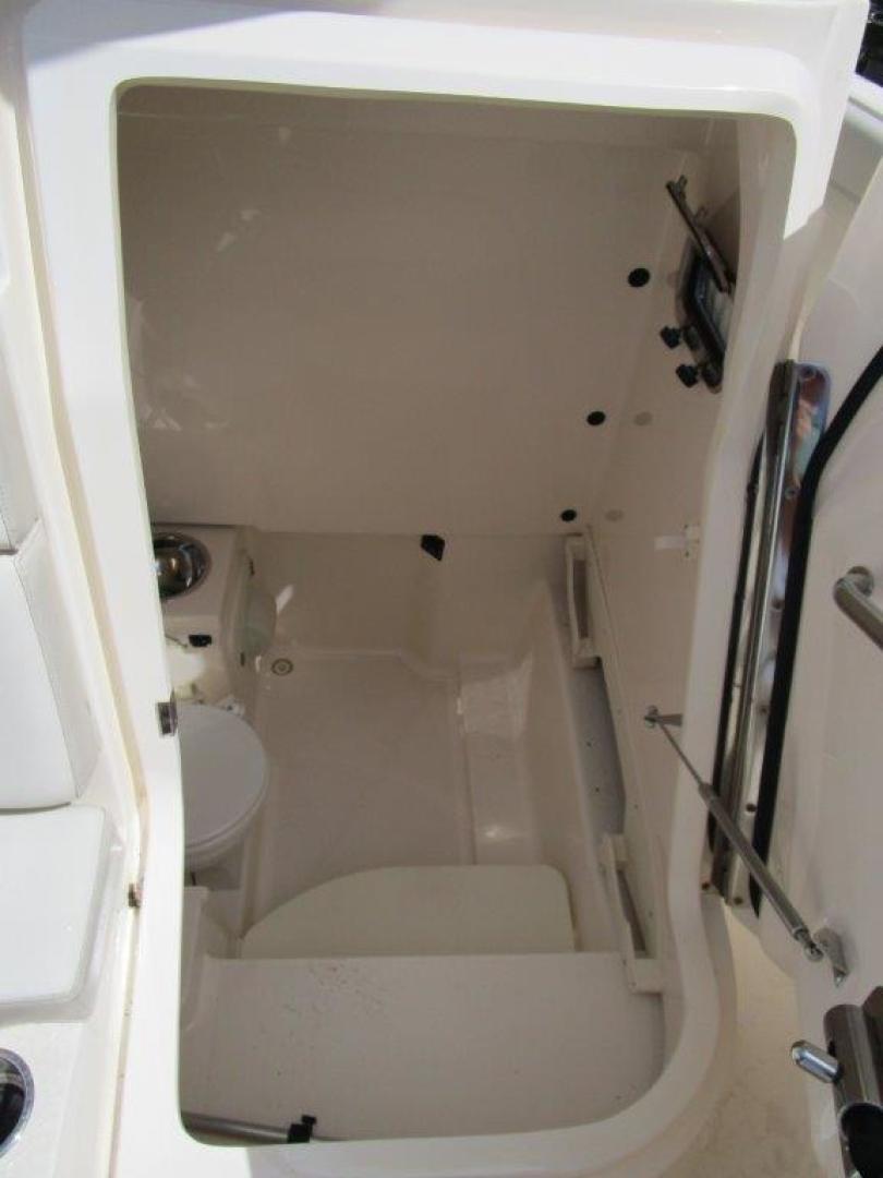 Pursuit-310 ST 2012-Gloriana III Fort Lauderdale-United States-Head-1477752 | Thumbnail