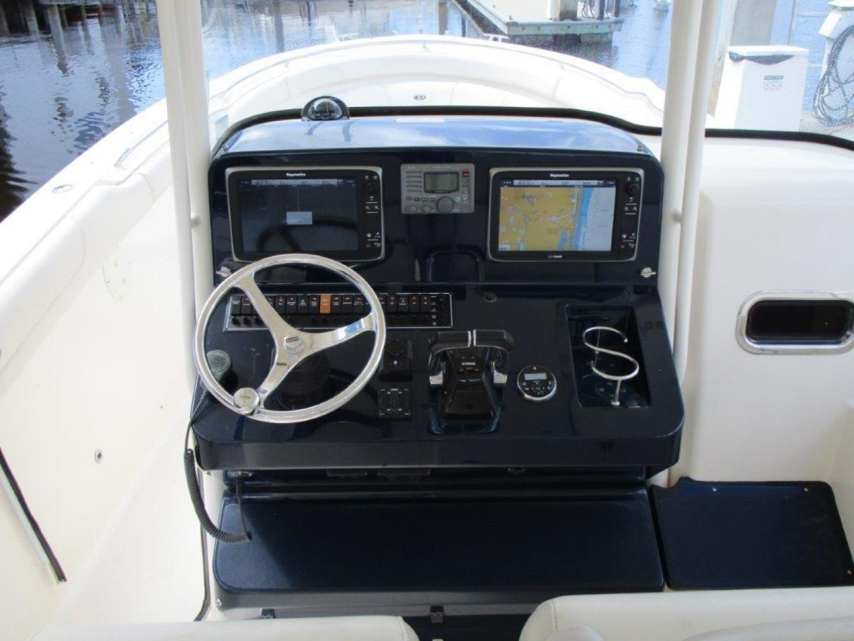 Pursuit-310 ST 2012-Gloriana III Fort Lauderdale-United States-Helm Station-1477754 | Thumbnail