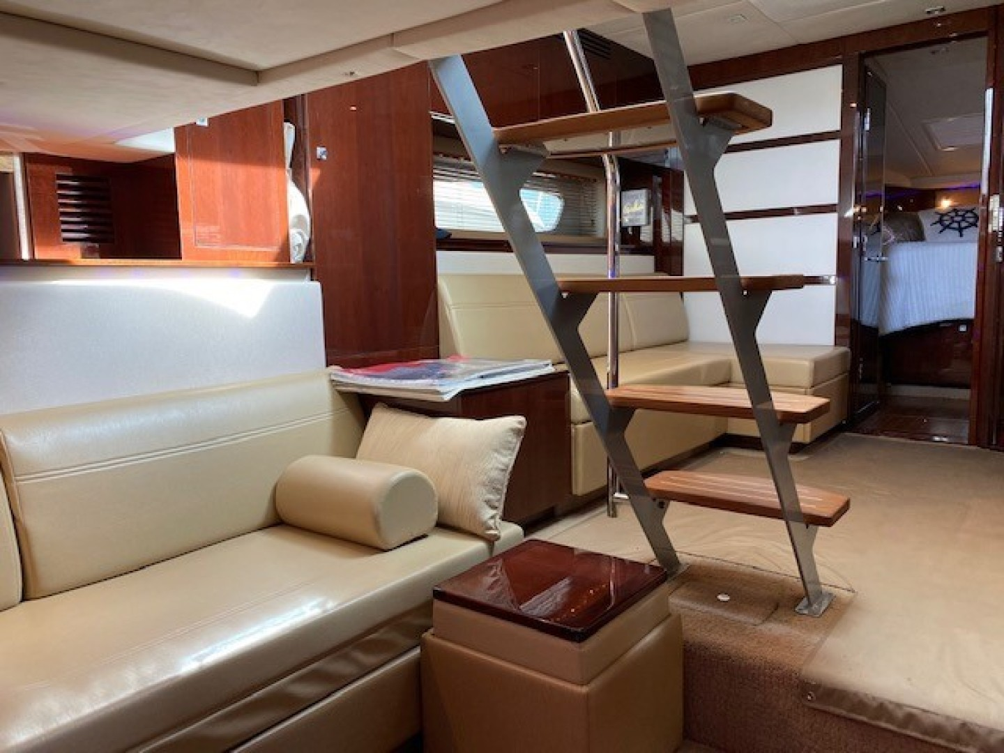 Sea Ray-450 Sundancer  2010-Something Special Too Plandome-New York-United States-Salon-1478024 | Thumbnail