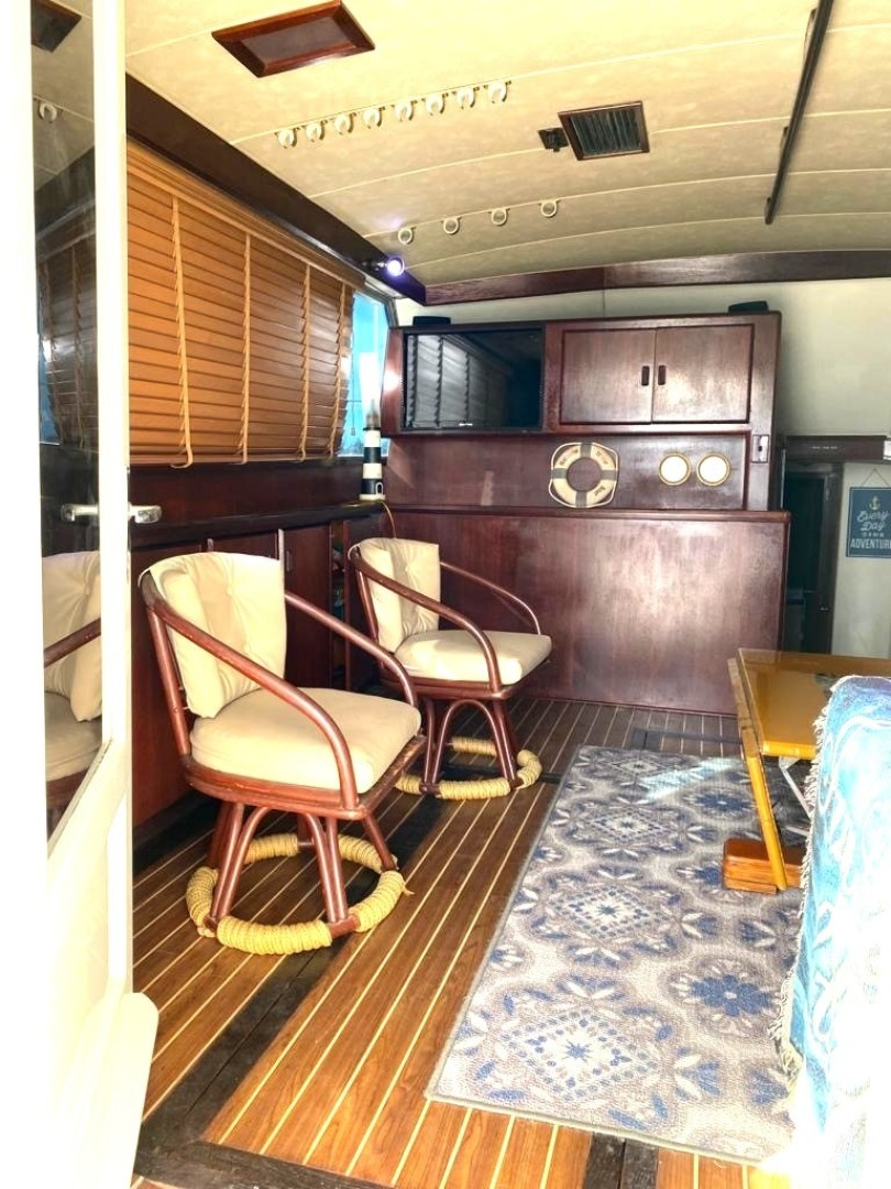 Bertram-Convertible 1983-MD on Board Miami-Florida-United States-02.1 Salon From Entrance-1480010   Thumbnail