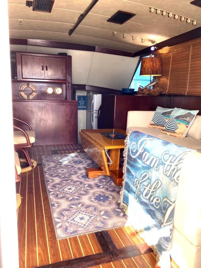 Bertram-Convertible 1983-MD on Board Miami-Florida-United States-02.2 Salon From Entrance-1480011   Thumbnail
