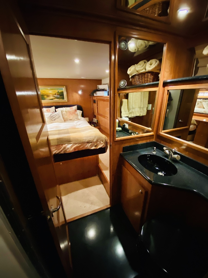 Navigator-5700 Rival 2003-The Motley Crew Miami-Florida-United States-1480908 | Thumbnail