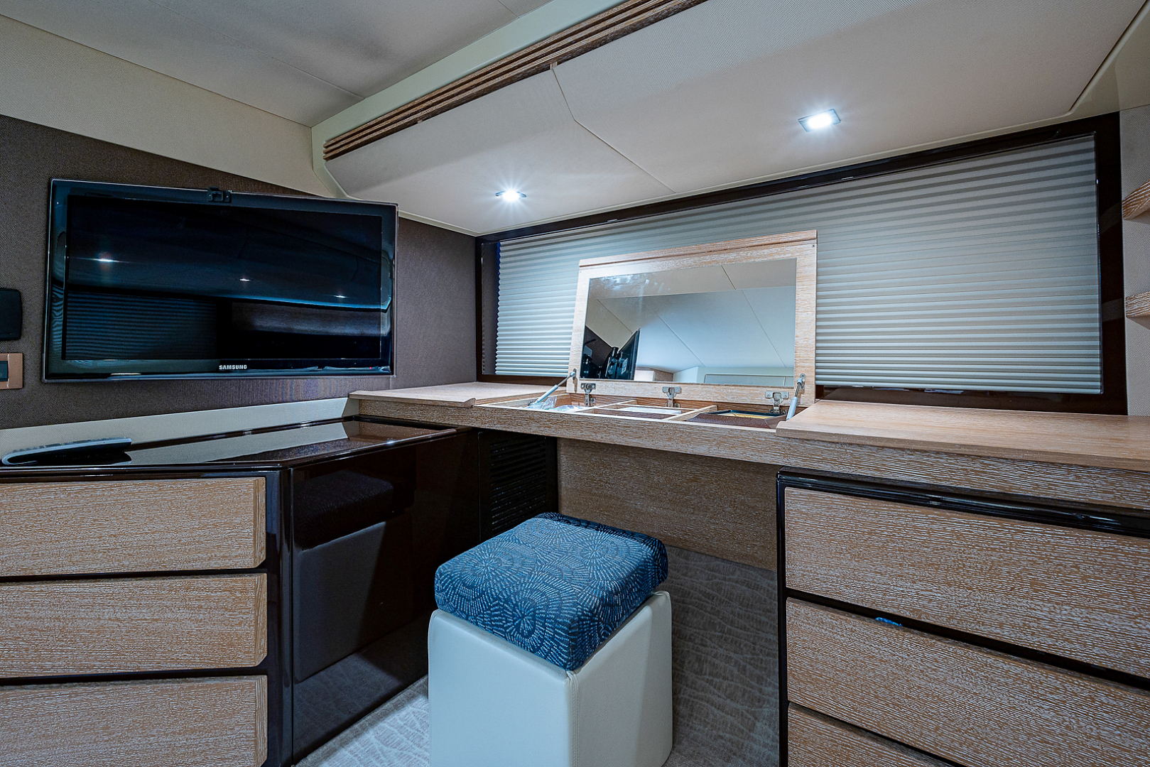 Azimut-58 Fly Motor Yacht 2011-Nova Fort Lauderdale-Florida-United States-58_azimut_nova__master_stateroom13-1490548 | Thumbnail
