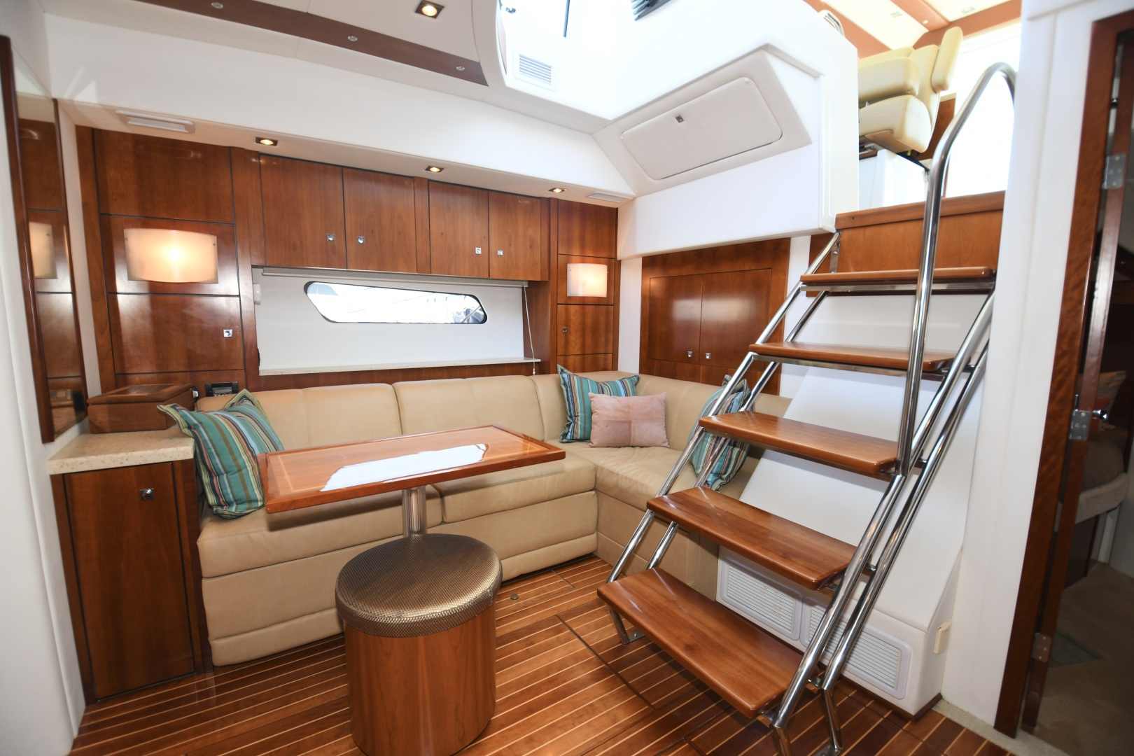 Cruisers-48 Cantius 2012-BELLE Tampa-Florida-United States-2012 48 Cruisers Yachts Cantius  BELLE  Lower Salon / Dinette-1482931 | Thumbnail