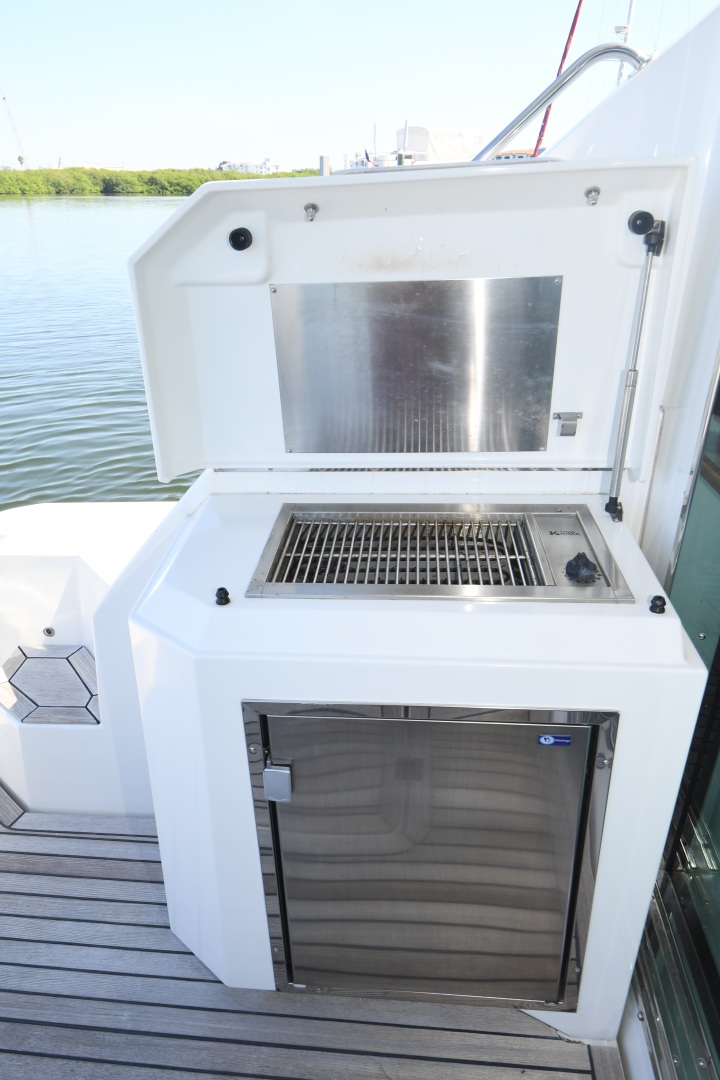 Cruisers-48 Cantius 2012-BELLE Tampa-Florida-United States-2012 48 Cruisers Yachts Cantius  BELLE  Cockpit Grill-1482789 | Thumbnail