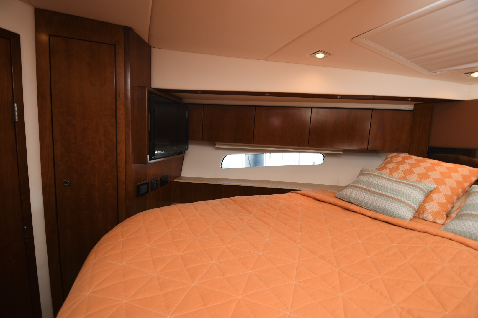 Cruisers-48 Cantius 2012-BELLE Tampa-Florida-United States-2012 48 Cruisers Yachts Cantius  BELLE  VIP Stateroom TV-1482956 | Thumbnail