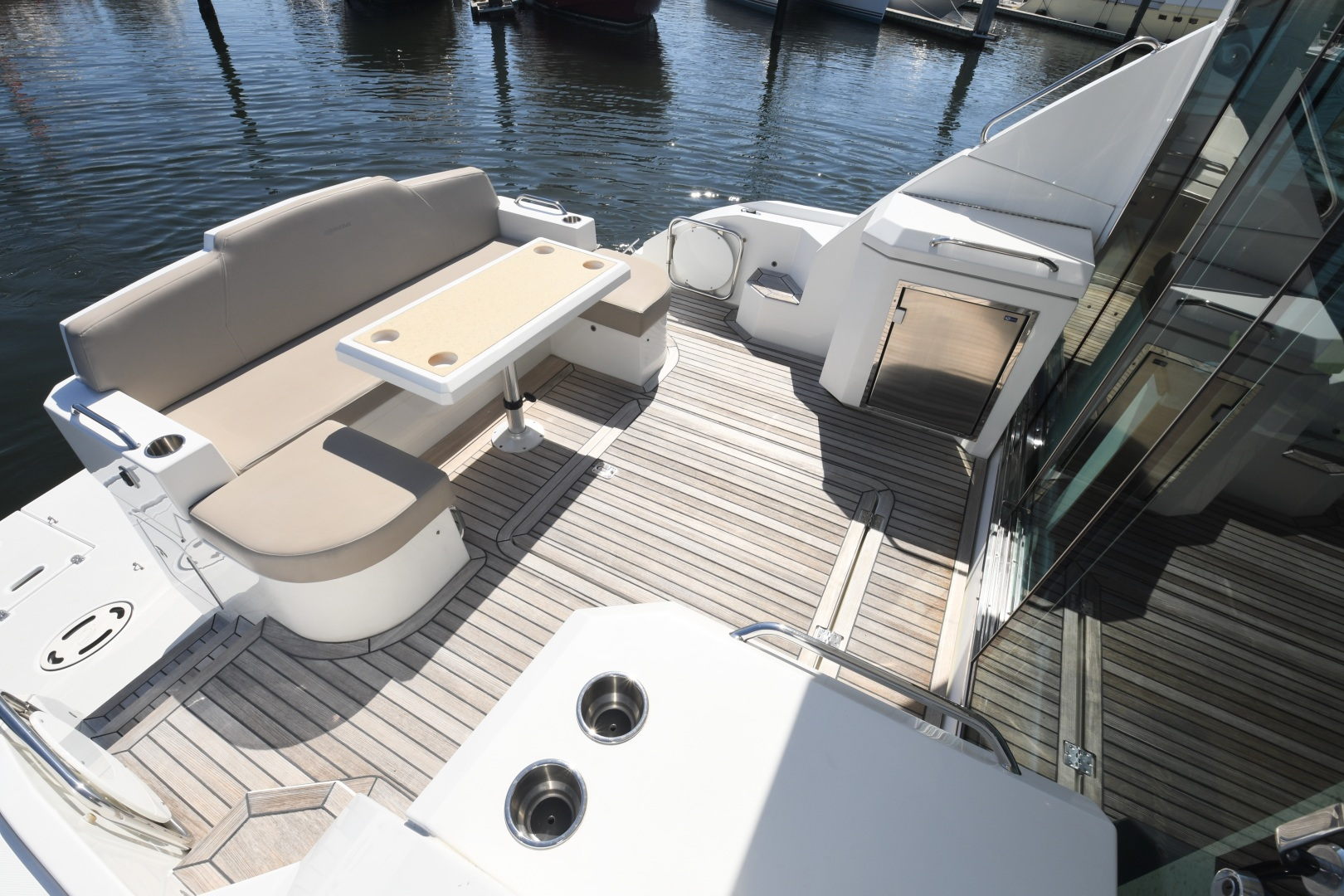 Cruisers-48 Cantius 2012-BELLE Tampa-Florida-United States-2012 48 Cruisers Yachts Cantius  BELLE  Cockpit Seating-1482804 | Thumbnail
