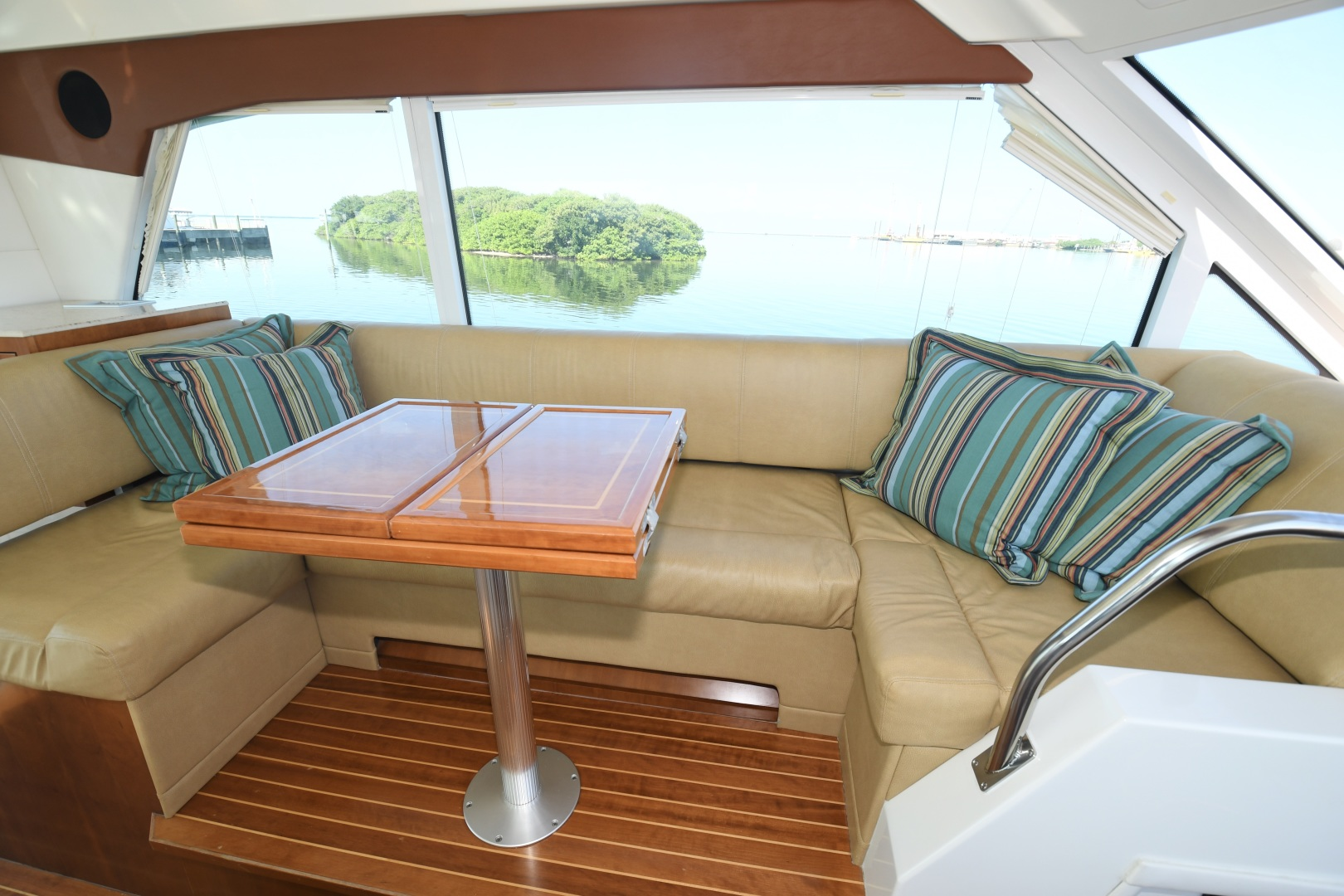 Cruisers-48 Cantius 2012-BELLE Tampa-Florida-United States-2012 48 Cruisers Yachts Cantius  BELLE  Upper Salon / Dinette-1482934 | Thumbnail
