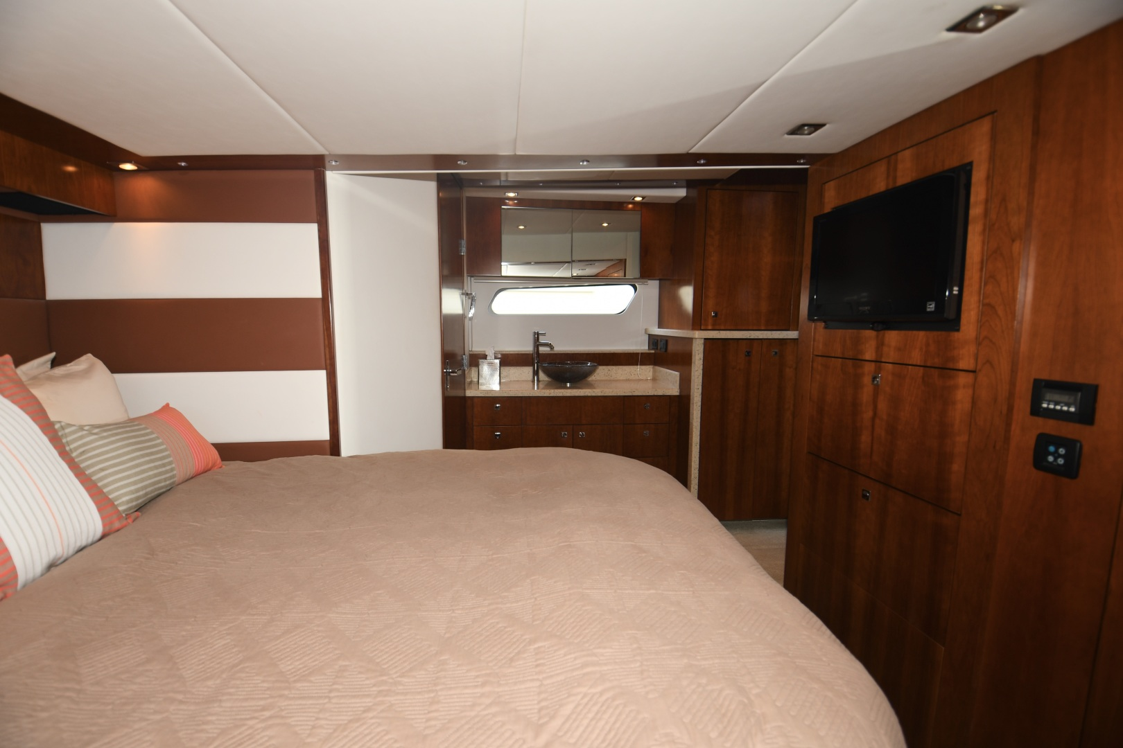 Cruisers-48 Cantius 2012-BELLE Tampa-Florida-United States-2012 48 Cruisers Yachts Cantius  BELLE  Master Stateroom TV-1482950 | Thumbnail