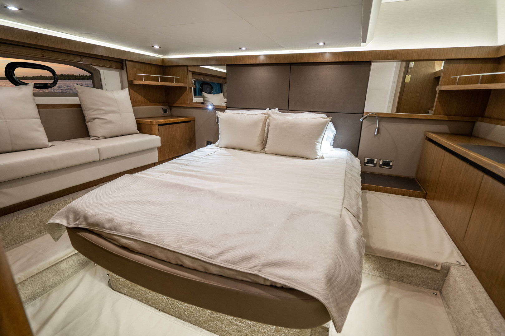 Sea Ray-460 DA 2017-Joie De Vivre Sarasota-Florida-United States-46 Sea Ray Sundancer Master Stateroom-1486522 | Thumbnail