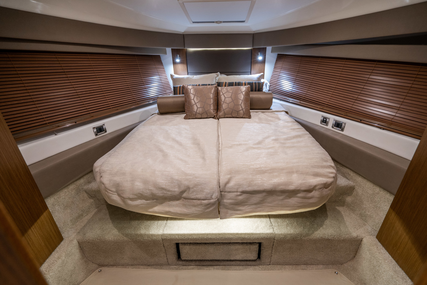 Sea Ray-460 DA 2017-Joie De Vivre Sarasota-Florida-United States-46 Sea Ray Sundancer Guest Stateroom-1486510 | Thumbnail