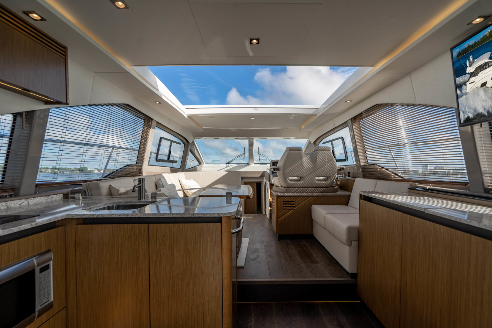 Sea Ray-460 DA 2017-Joie De Vivre Sarasota-Florida-United States-46 Sea Ray Sundancer Salon-1486567 | Thumbnail