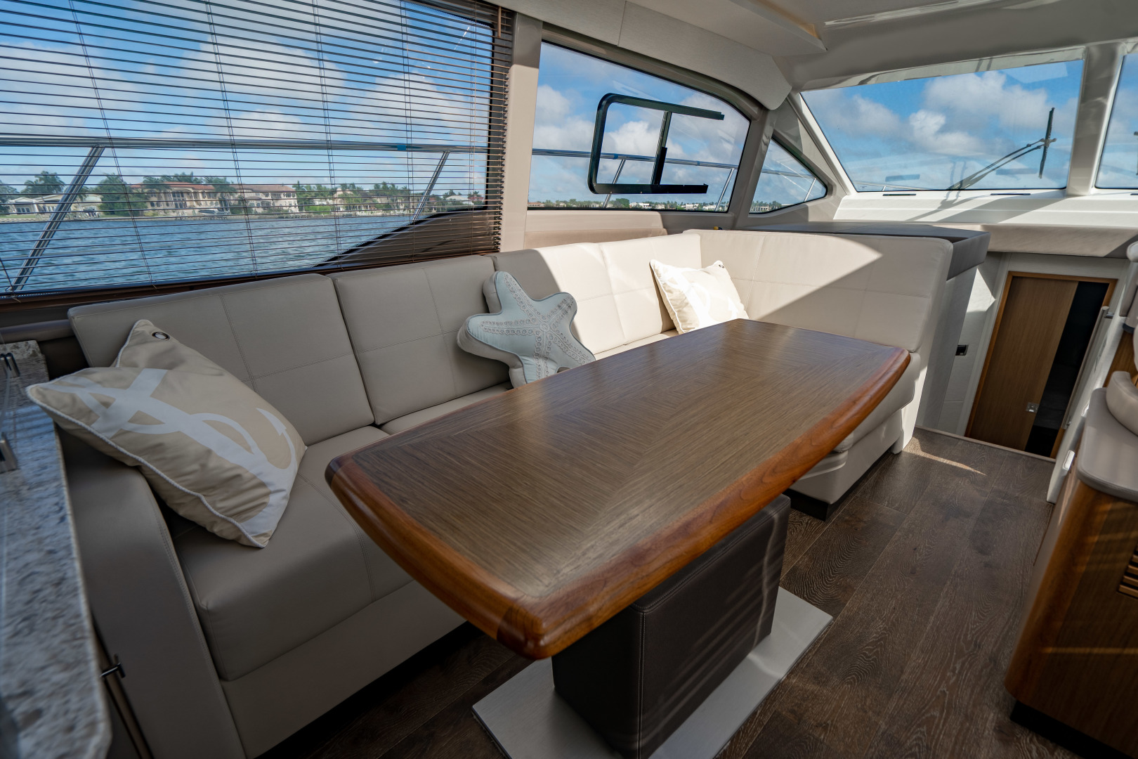 Sea Ray-460 DA 2017-Joie De Vivre Sarasota-Florida-United States-46 Sea Ray Sundancer Dining-1486580 | Thumbnail