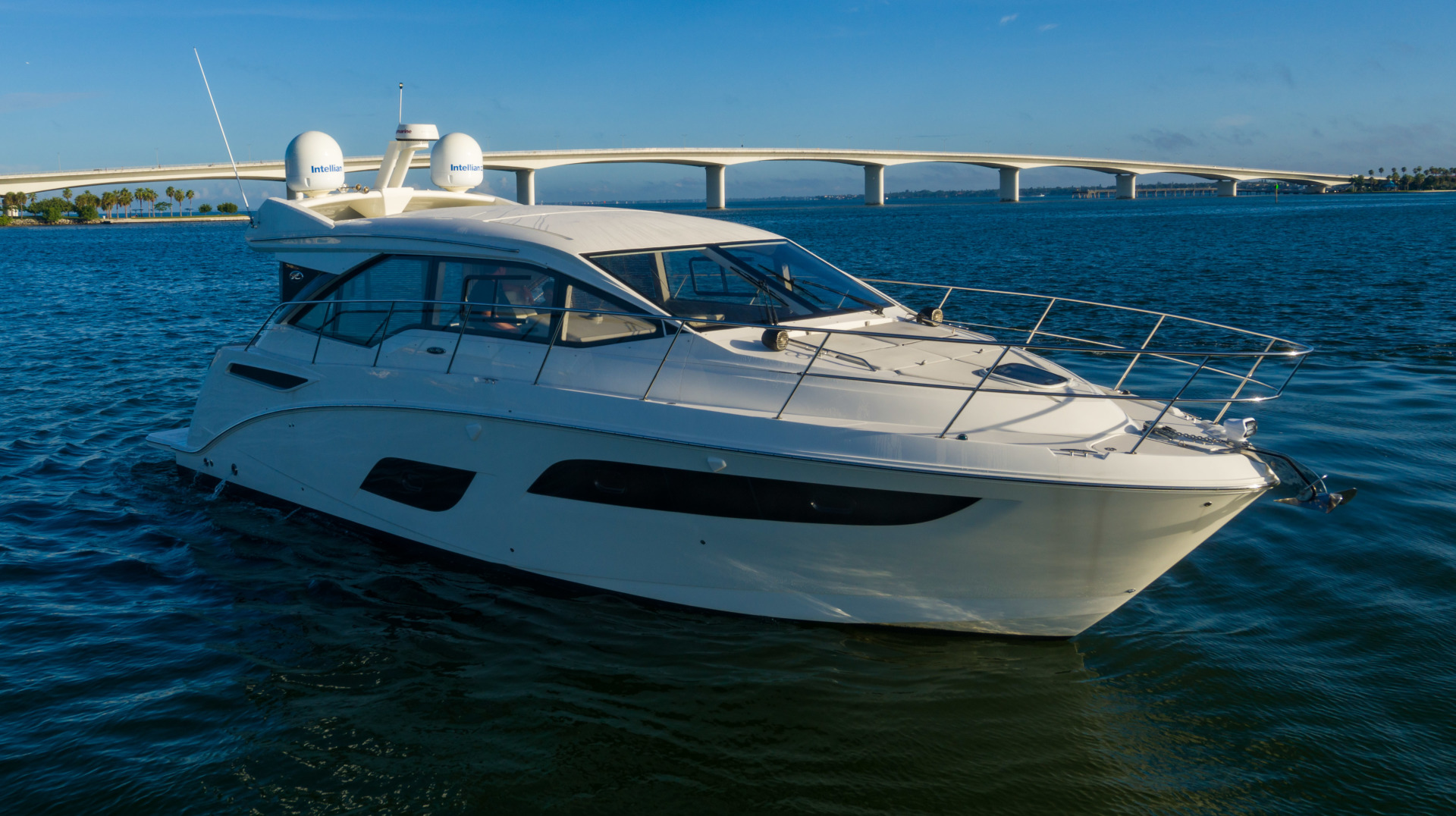 Sea Ray-460 DA 2017-Joie De Vivre Sarasota-Florida-United States-46 Sea Ray Sundancer Strboard Profile-1486471 | Thumbnail