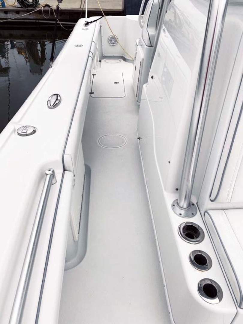 Yellowfin-32 Center Console 2017-Obsession Cape May-New Jersey-United States-Starboard Side Walkway-1484660 | Thumbnail