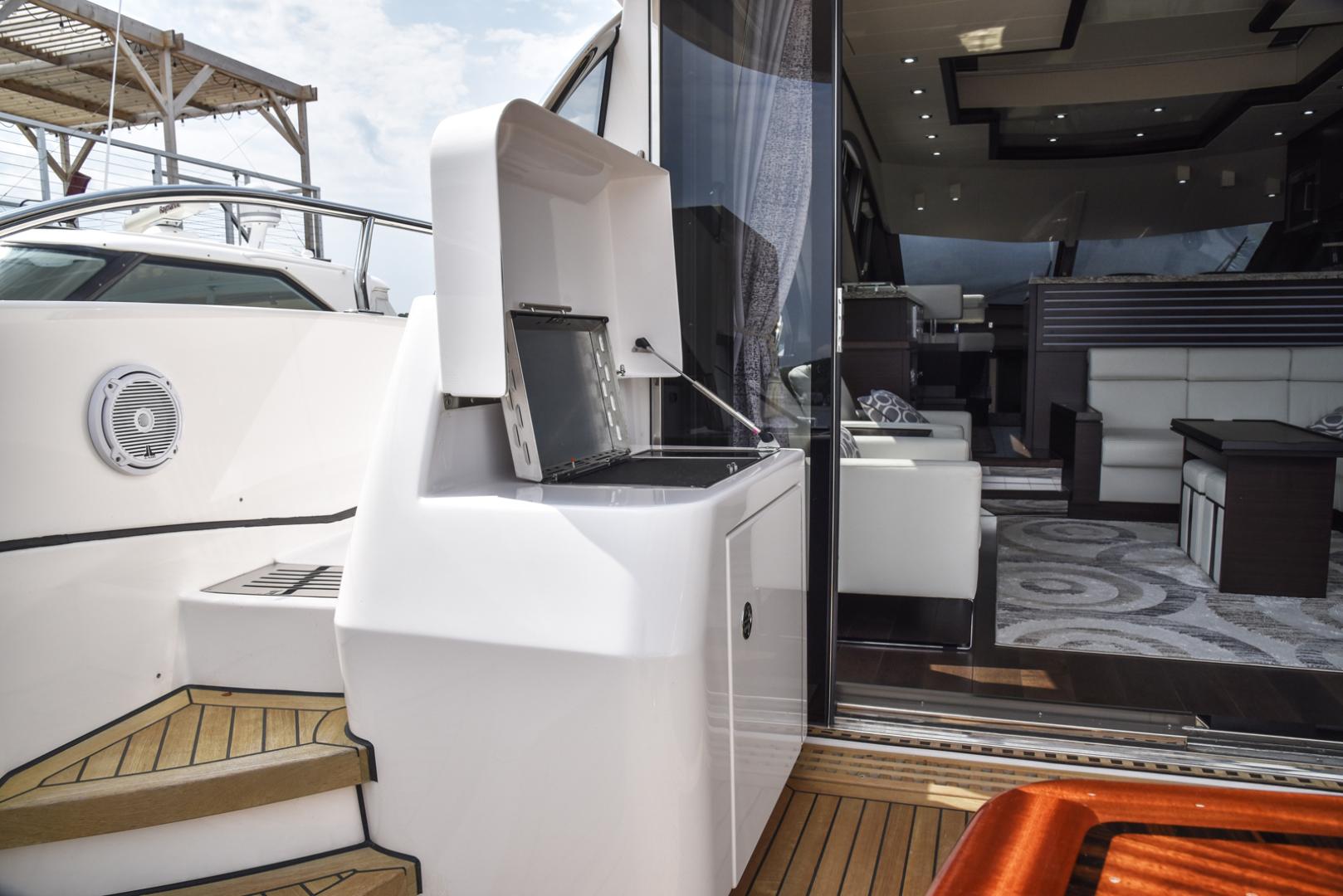 Neptunus-Motor Yacht Express 2018-LIQUID WISDOM Grand Haven-Michigan-United States-Side deck access-1485010 | Thumbnail