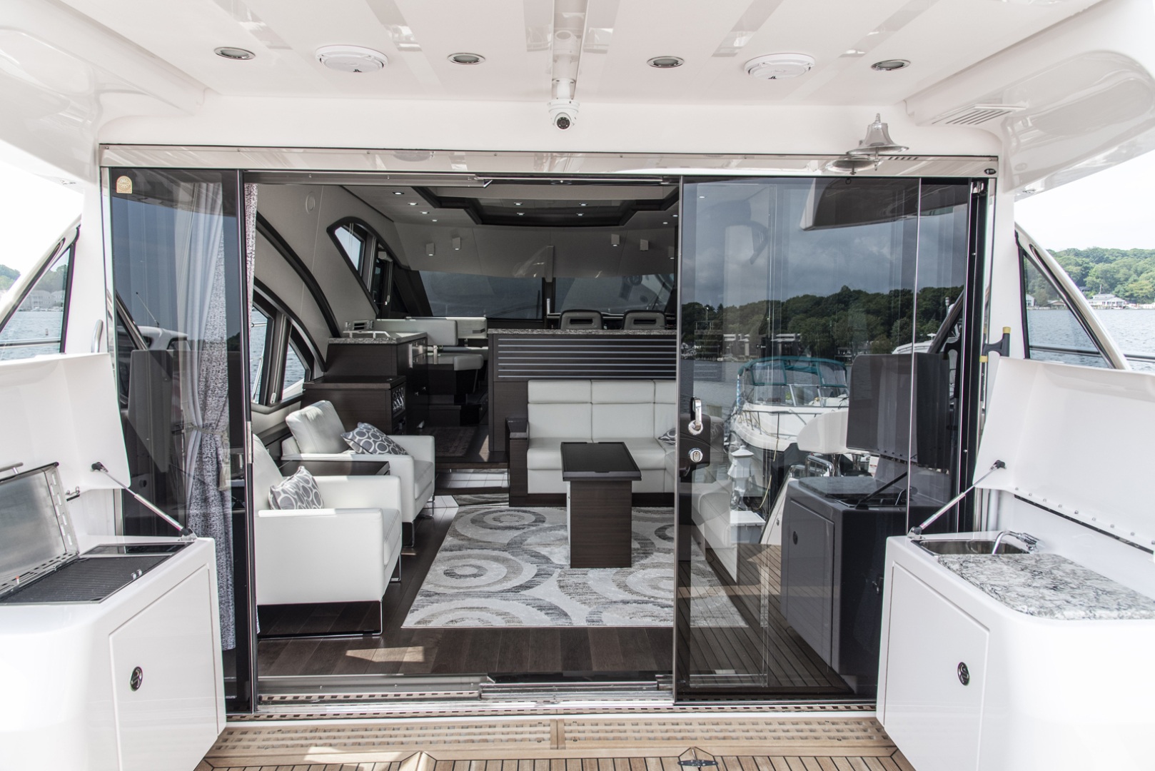 Neptunus-Motor Yacht Express 2018-LIQUID WISDOM Grand Haven-Michigan-United States-Salon looking forward-1484953 | Thumbnail