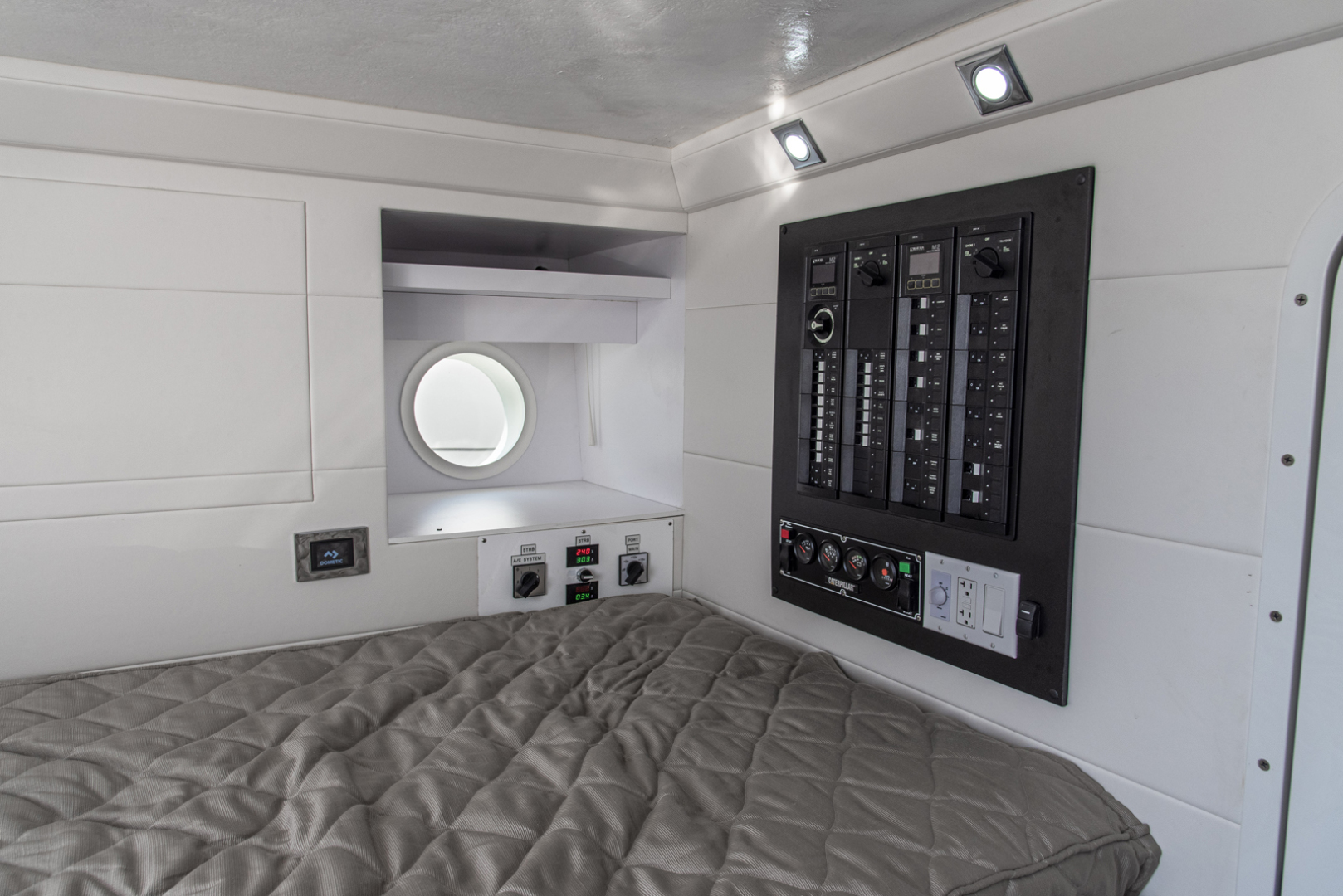 Neptunus-Motor Yacht Express 2018-LIQUID WISDOM Grand Haven-Michigan-United States-Crew area electric-1485017 | Thumbnail