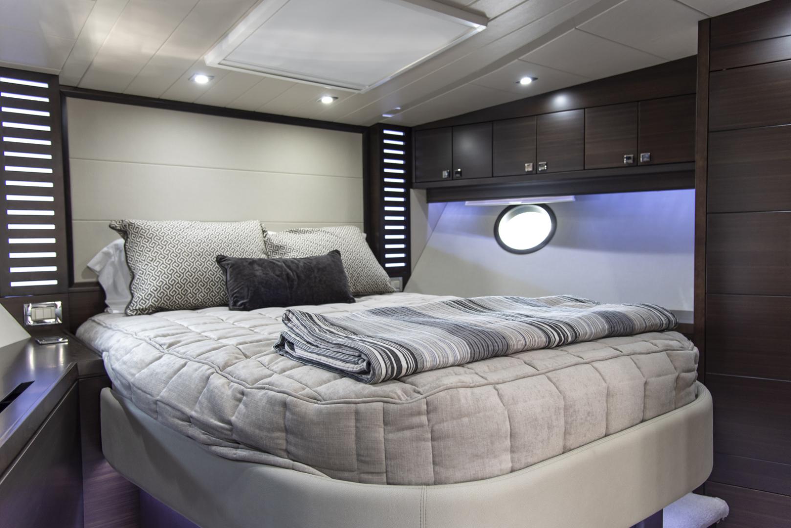 Neptunus-Motor Yacht Express 2018-LIQUID WISDOM Grand Haven-Michigan-United States-VIP to stbd-1484996 | Thumbnail