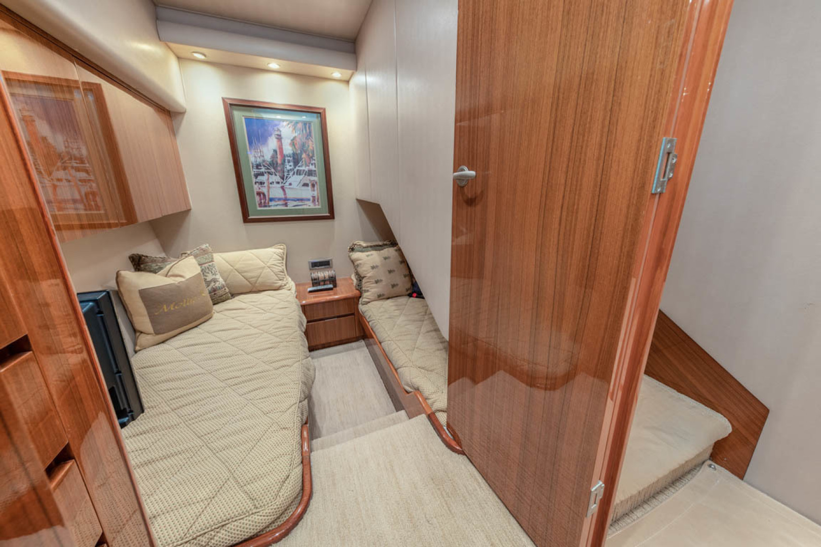 Viking-Convertible 2009-MOLLIE K Key Largo-Florida-United States-Starboard Guest Stateroom  Custom Wallpaper-1487403 | Thumbnail