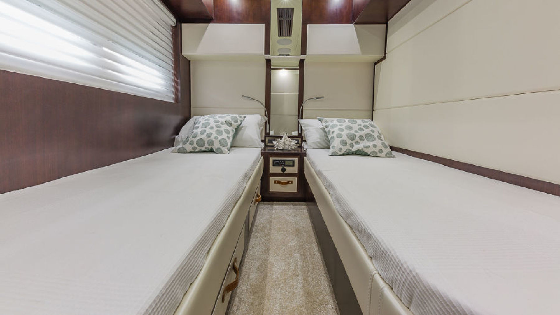 Dyna Yachts-68 Skylounge 2021 -Stuart-Florida-United States-Stbd. Guest Stateroom-1490028 | Thumbnail