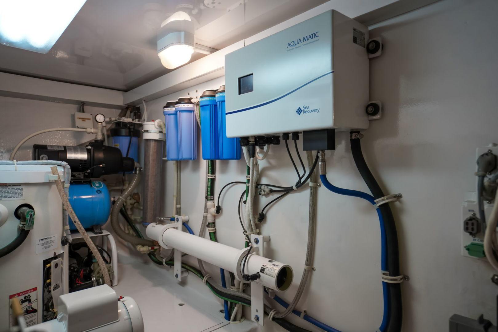 Viking-Convertible 2002-Blue Eyes North Palm Beach-Florida-United States-Engine Room-1490412   Thumbnail