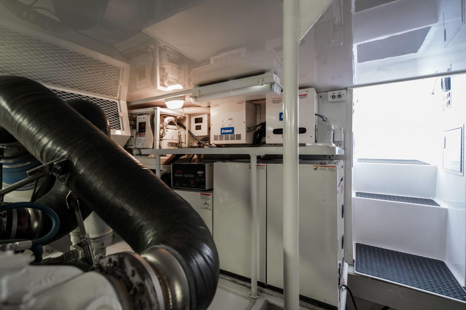 Viking-Convertible 2002-Blue Eyes North Palm Beach-Florida-United States-Engine Room-1490392   Thumbnail