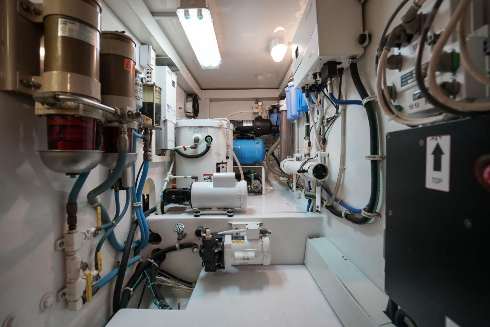 Viking-Convertible 2002-Blue Eyes North Palm Beach-Florida-United States-Engine Room-1490407   Thumbnail