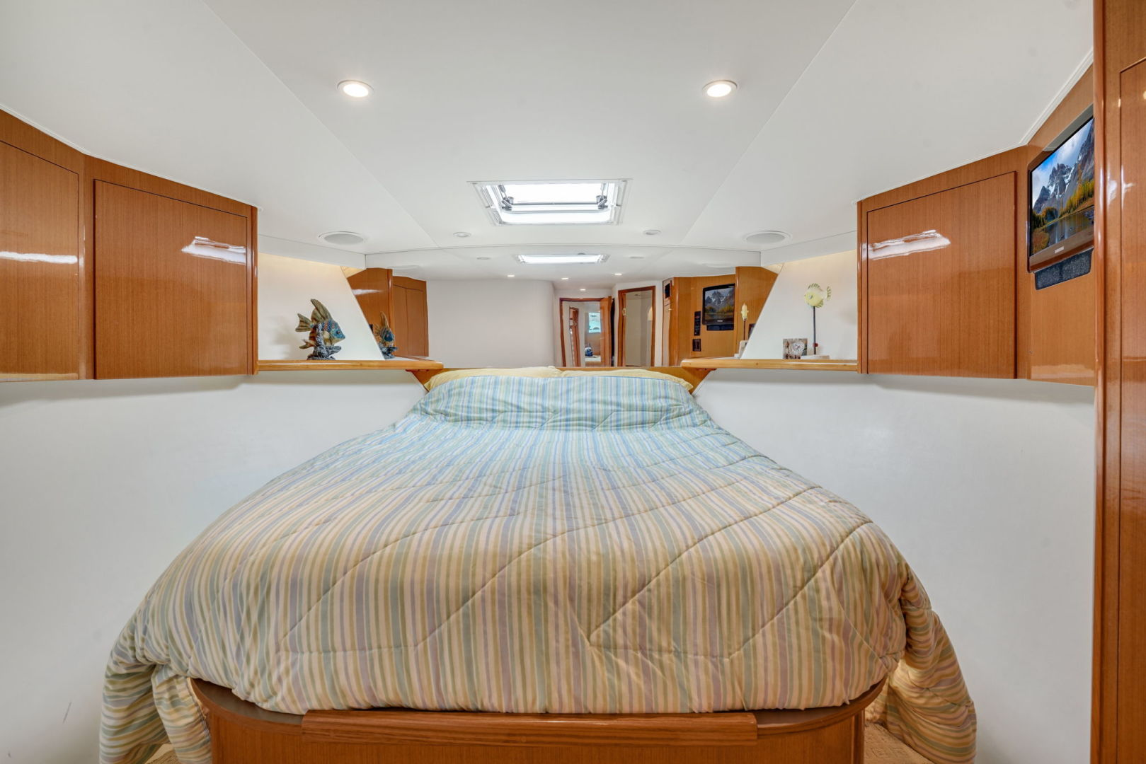 Viking-Convertible 2002-Blue Eyes North Palm Beach-Florida-United States-VIP Stateroom-1490290   Thumbnail