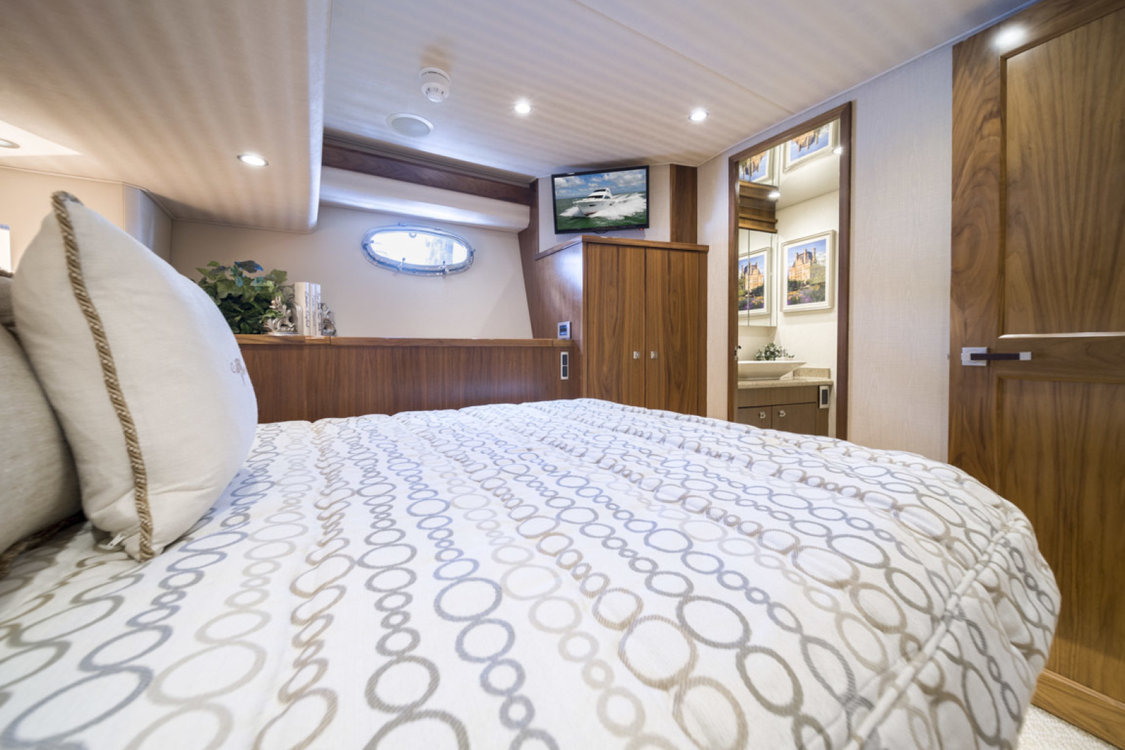 Viking-75 Motor Yacht 2015-Knot Guilty Indian Rocks Beach-Florida-United States-2015 Viking 75 MY Port Stateroom-1491280 | Thumbnail