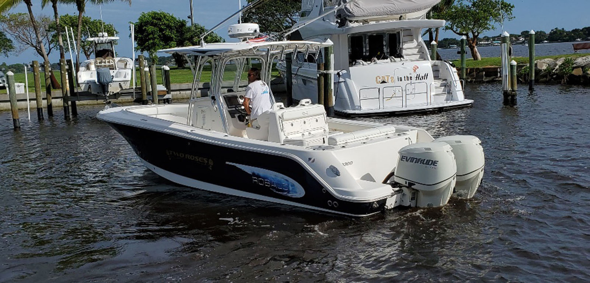 Robalo-R300 Center Console 2013-Two Roses Stuart-Florida-United States-Port Aft View-1533757 | Thumbnail
