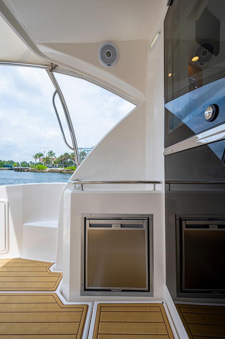Riviera-3600 Sport Yacht 2017 -Staten Island-New York-United States-1496403 | Thumbnail