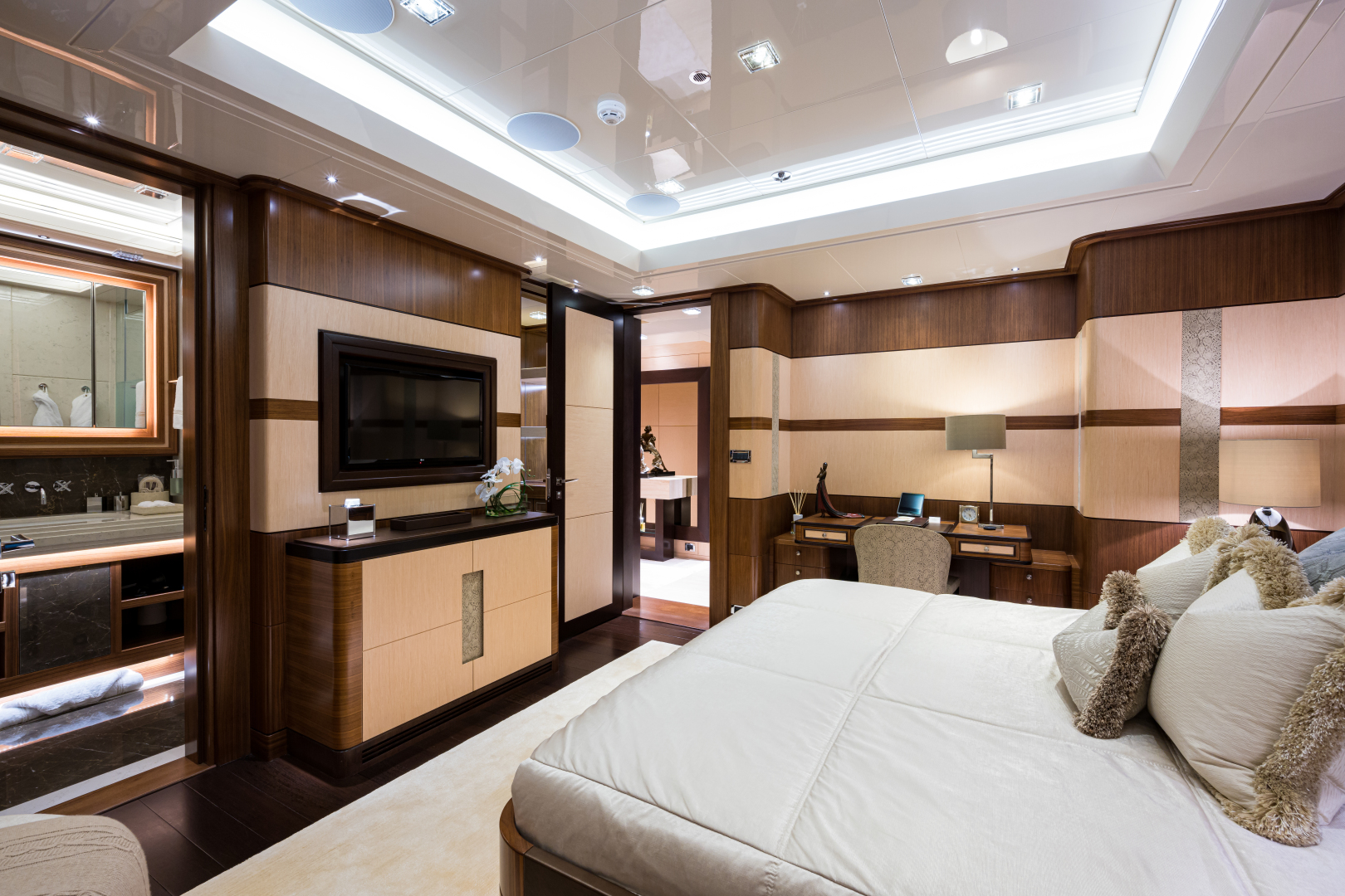 Turquoise 2012-QUANTUM OF SOLACE West Palm Beach-Florida-United States-Starboard Queen Guest Cabin on Main Deck-1572117 | Thumbnail