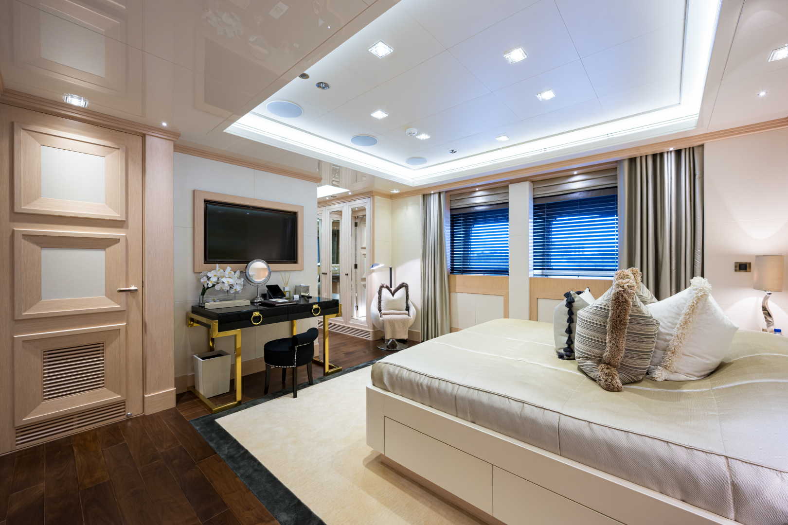 Turquoise 2012-QUANTUM OF SOLACE West Palm Beach-Florida-United States-Starboard VIP Guest Cabin Facing Forward-1572150 | Thumbnail