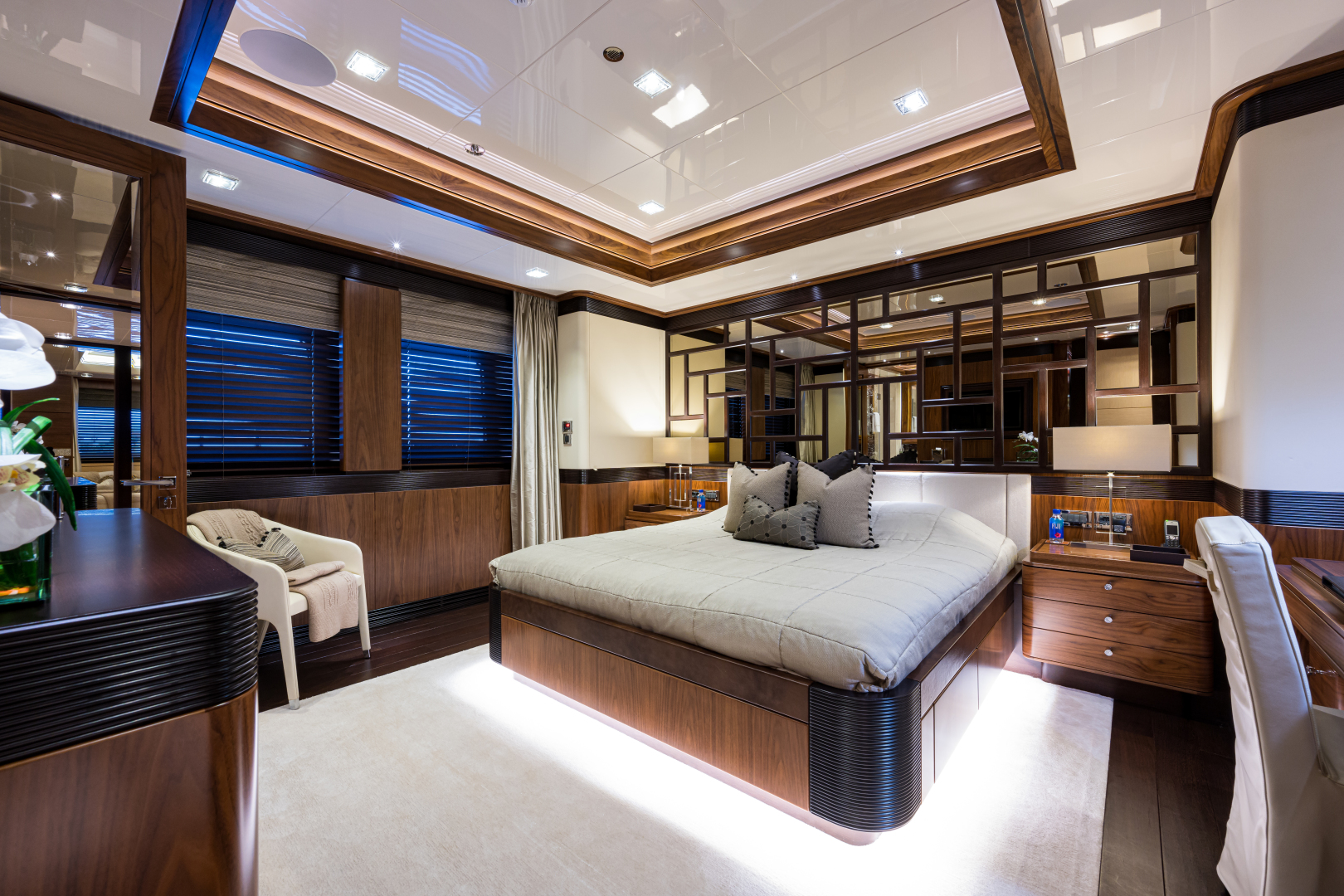 Turquoise 2012-QUANTUM OF SOLACE West Palm Beach-Florida-United States-Port Queen Guest Cabin on Main Deck-1572164 | Thumbnail