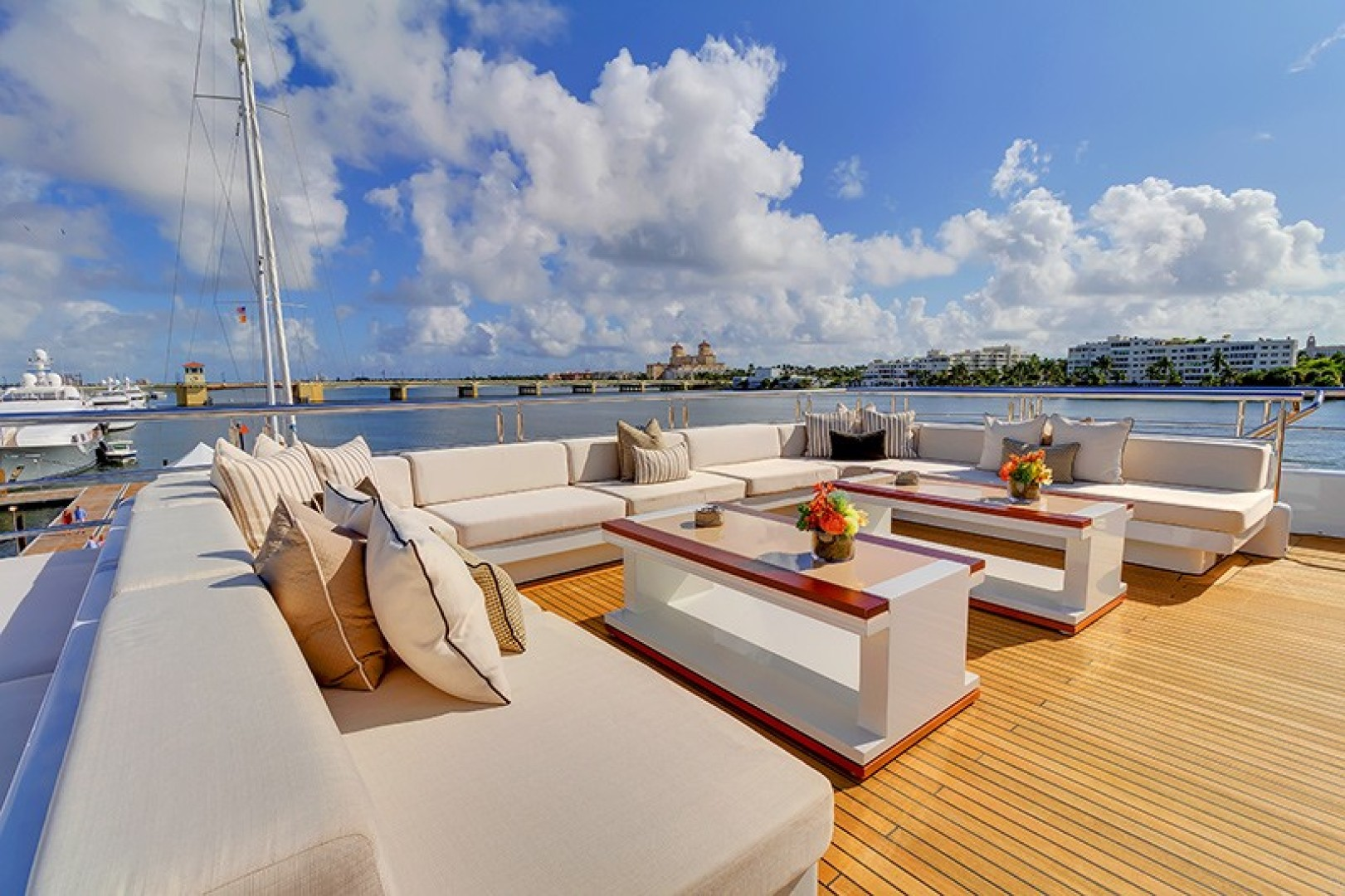 Turquoise 2012-QUANTUM OF SOLACE West Palm Beach-Florida-United States-Sundeck, Aft Lounge Area-1651164 | Thumbnail
