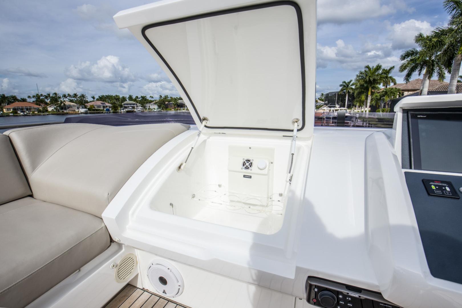 Princess-S65 2019-Paragon Cape Coral-Florida-United States-2019 65 Princess S65-Paragon-Drink Cool Box-1510310 | Thumbnail