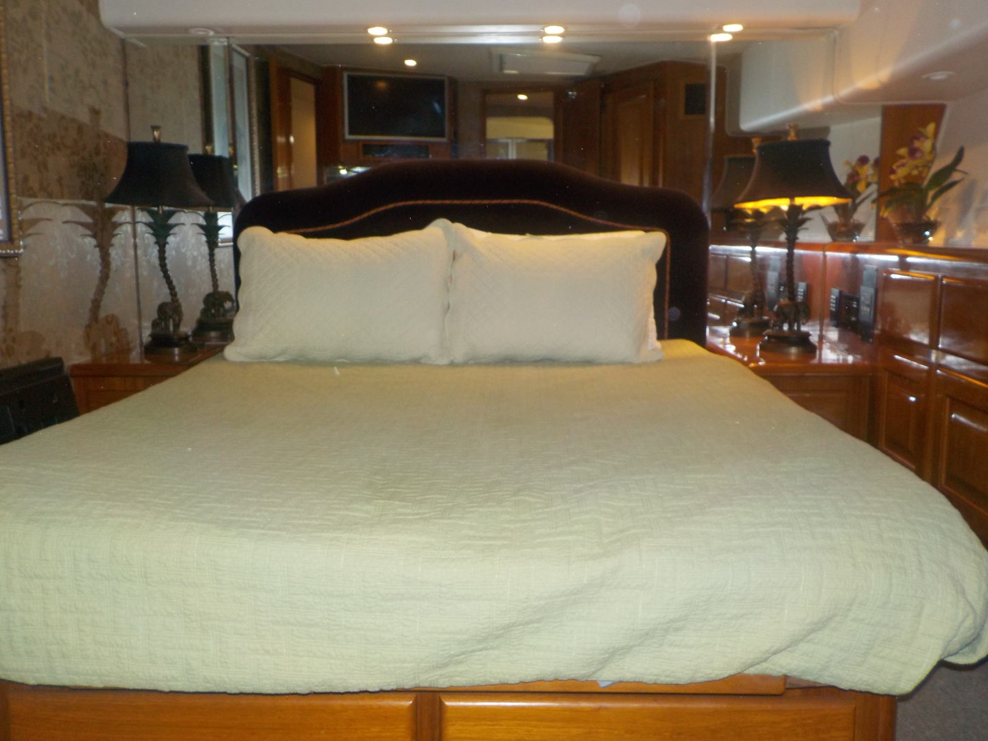 Viking-Convertible 1995-Royal Fortune Fort Lauderdale-Florida-United States-Master Stateroom-1512466 | Thumbnail