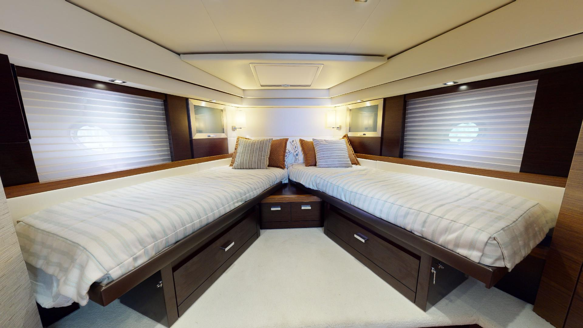 Tiara Yachts-50 Flybridge 2015-Khatch You Later North Palm Beach-Florida-United States-Guest Stateroom-1509424 | Thumbnail