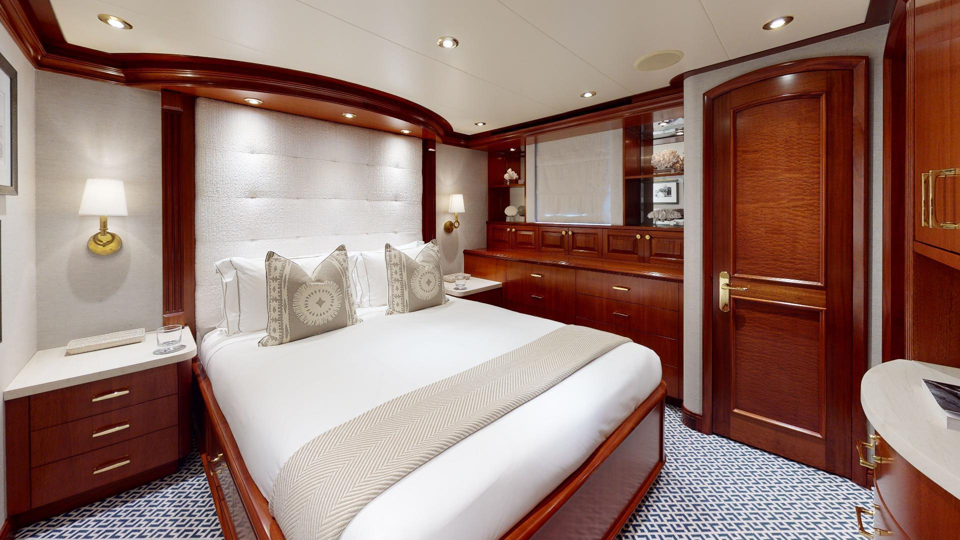 Crescent-Raised Pilothouse 2004-WONDER West Palm Beach-Florida-United States-Port Queen Stateroom-1509996 | Thumbnail