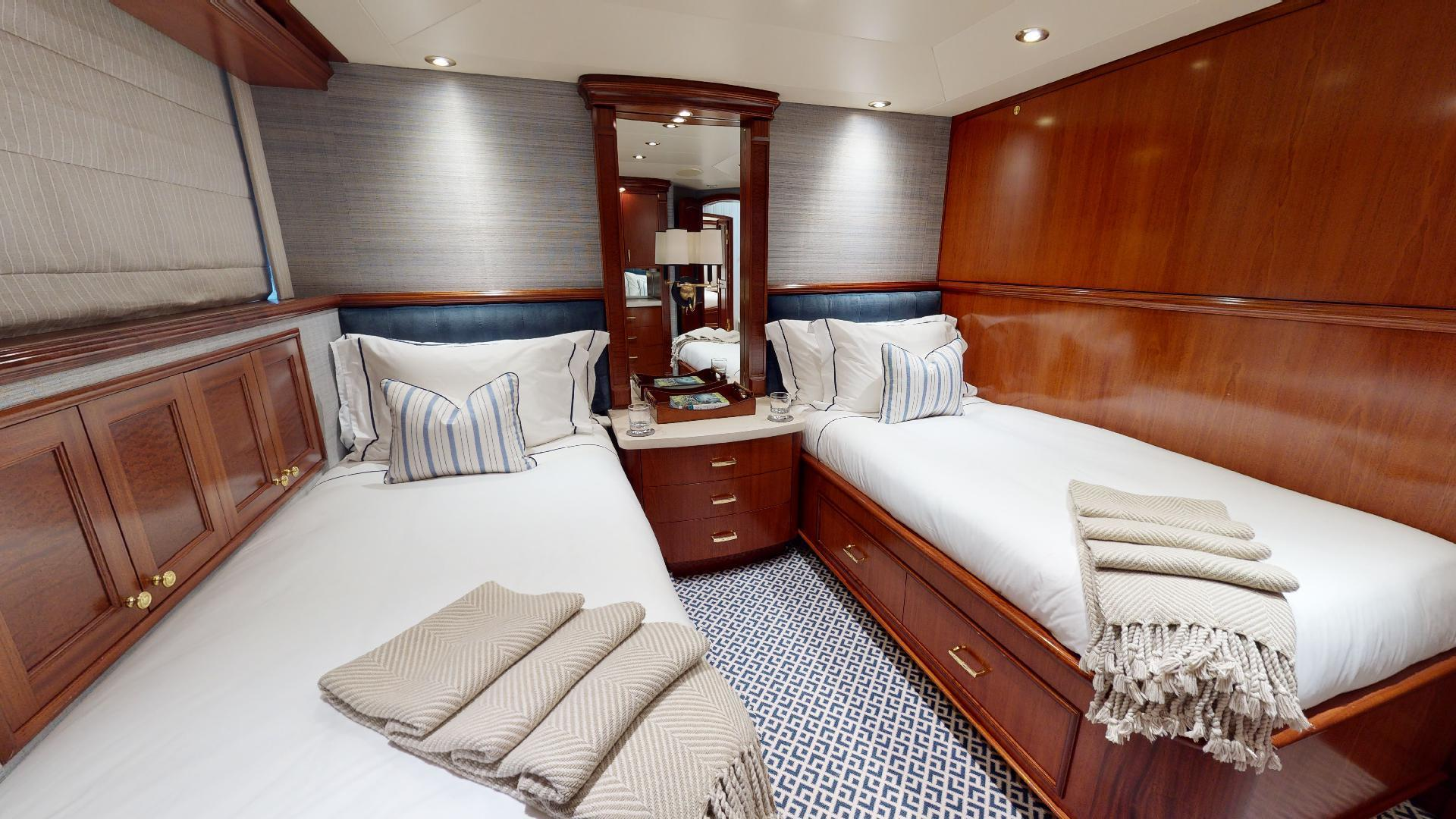 Crescent-Raised Pilothouse 2004-WONDER West Palm Beach-Florida-United States-Stbd Guest Stateroom w Pullman-1509986 | Thumbnail