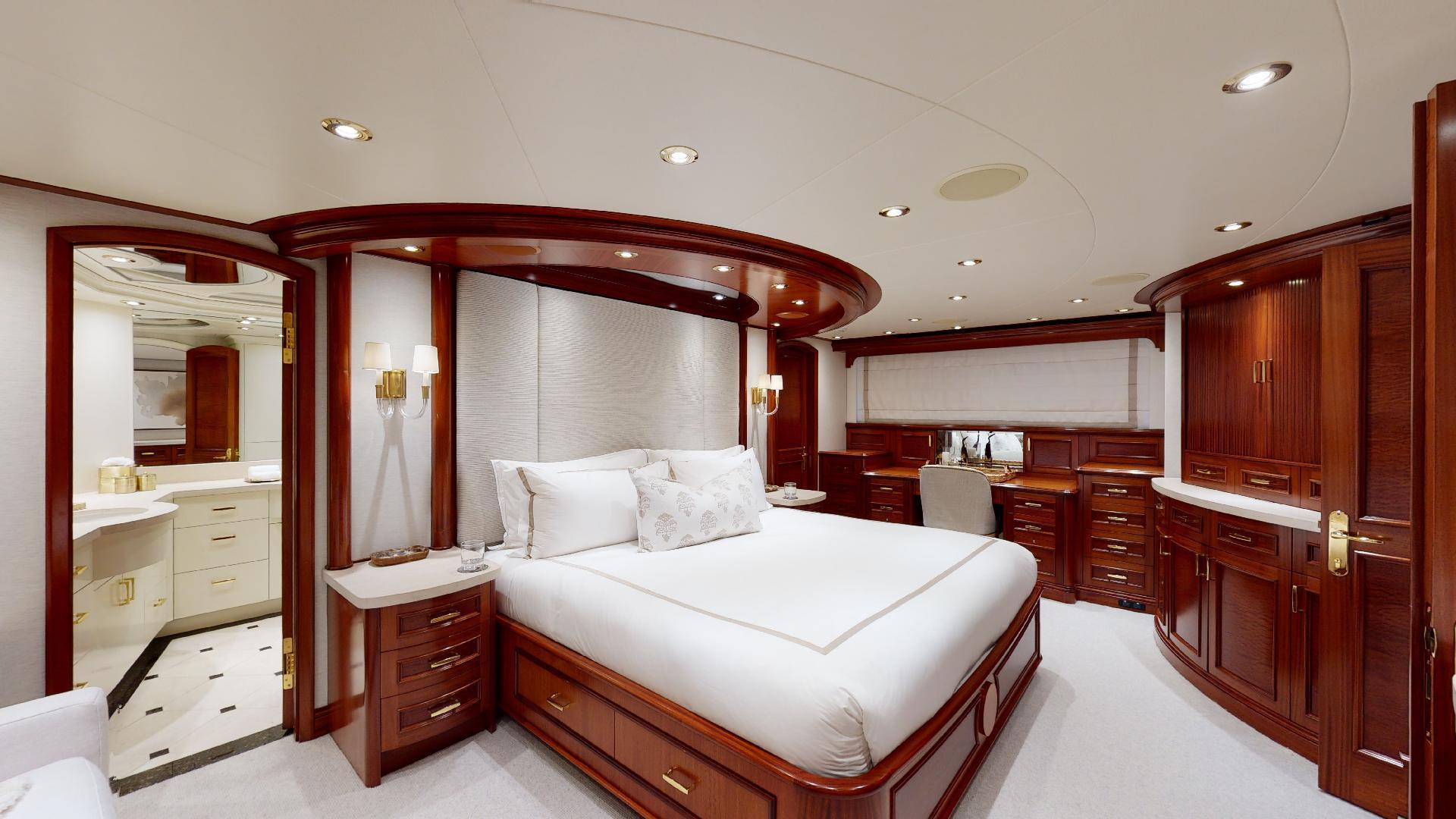 Crescent-Raised Pilothouse 2004-WONDER West Palm Beach-Florida-United States-1510037 | Thumbnail
